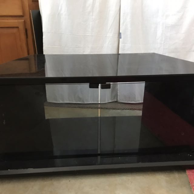 Tv stand thingy