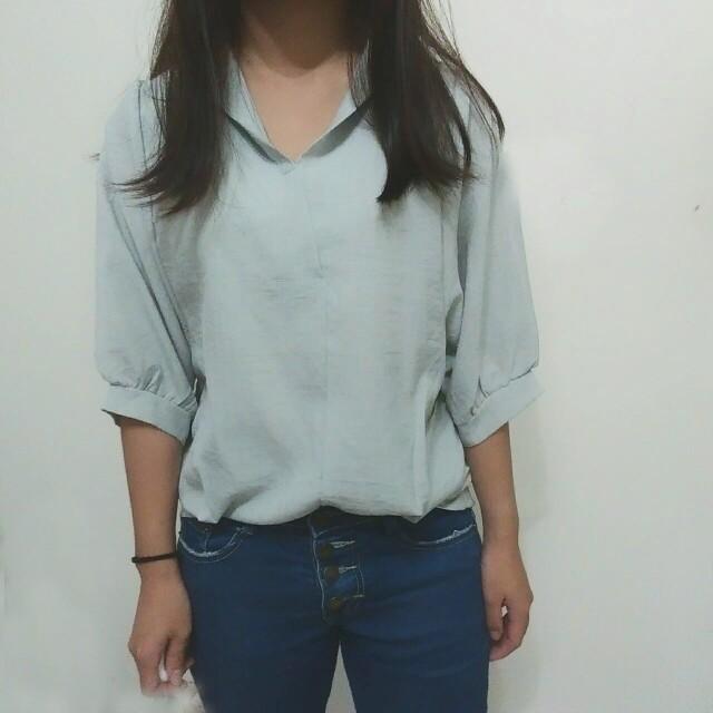 【全新】V領七分袖造型寬袖襯衫式排扣上衣-淺果綠色