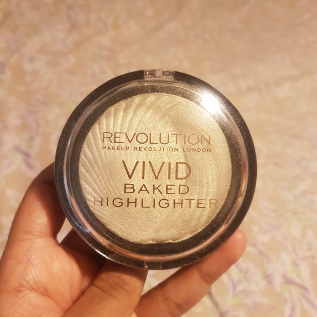 Vivid Baked Highlighter - Makeup Revolution