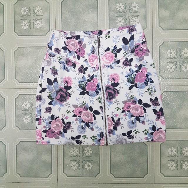 Zipper front floral skirt