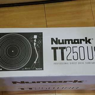 Numark Direct Drive Turntable TT250 USB