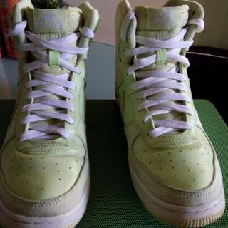 NOW ON SALE !! Nike Neon High cut size 7.5 US