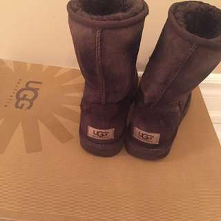 Uggs brown short size 6