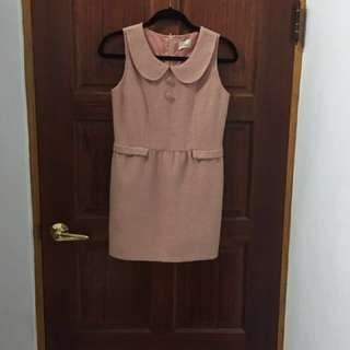 粉色娃娃領洋裝