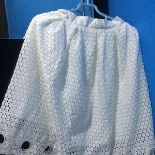 [Preloved] White Skirt Lace / Rok Putih motif brokat