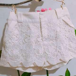 微美純白蕾絲短褲