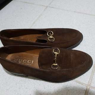 Gucci loafers 100% original box is missing tho
