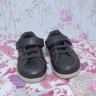 Sepatu local brand bayi