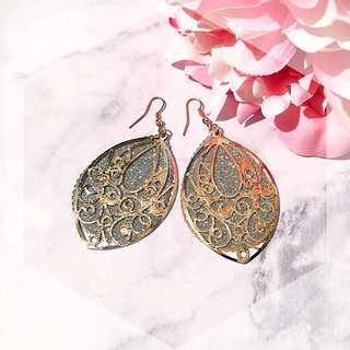 Gold glittery leaf dangle earring