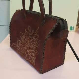 古董真皮皮包放四十年了 不能用喔是拿來觀賞用
