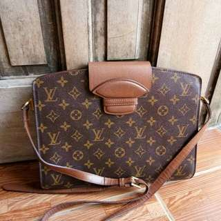 Louis Vuitton Courcelles from Ukay
