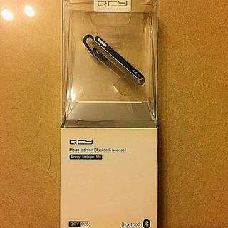 🈹價代友放售~100%全新正版QCY領呔夾型Q25流線藍牙耳机,原裝盒包装配件齊,有效達10米远,備用140小時,通話長達5小時,公司週年抽奖礼品。### 淘宝网上價¥129, HK$151. 現售$80. On behalf of friends on sale ~ Genuine 100% new QCY~Q25 streamlined Bluetooth headset, original box, standby140 hr, call 5 hr, lottery gift. Sale $80