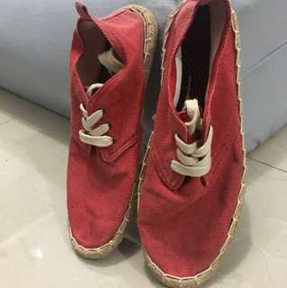 Sepatu pantai merah  pull and bear