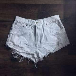 🌝 Ripped denim shorts