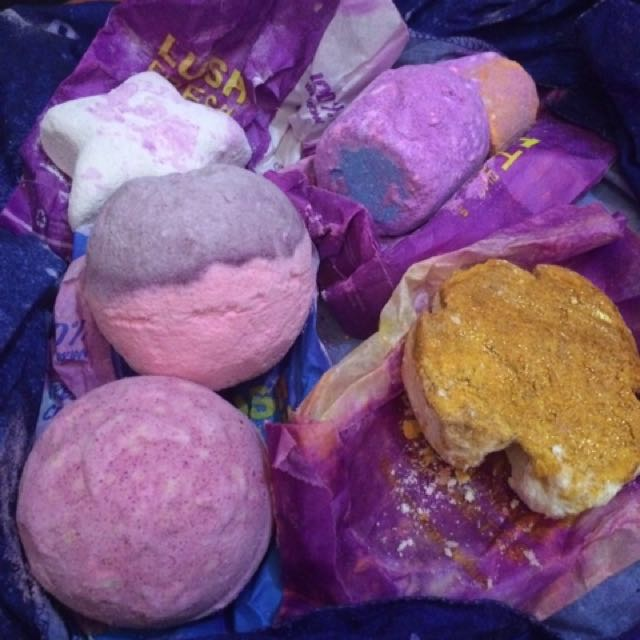 4 PCS LUSH BATH BOMBS from Canada 🇨🇦