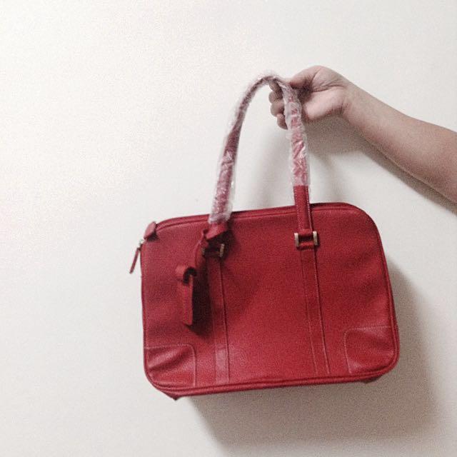 紅色肩背包