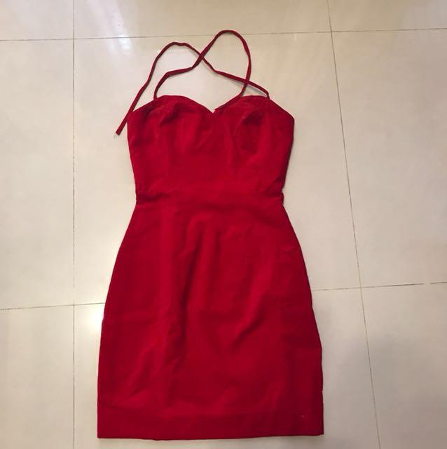 鮮紅色絨布綁帶洋裝