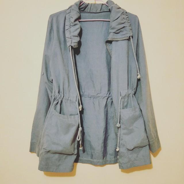 淺藍色縮腰長版外套