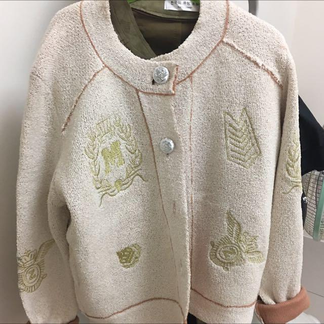 冬季 粉嫩 好質感 針織外套 徽章校園風 不顯胖