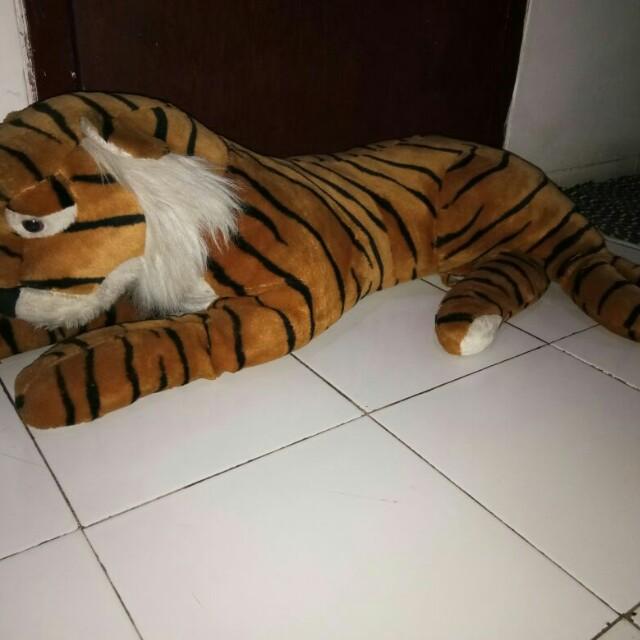 Boneka harimau besar