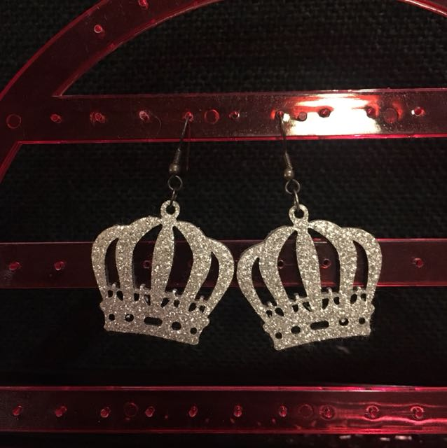 Glittery crown earrings