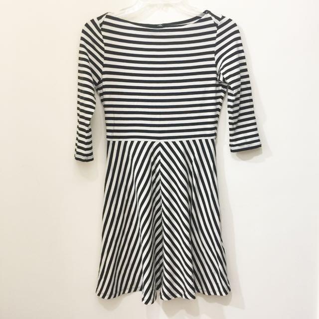Uniqlo 經典條紋超顯瘦七分袖洋裝 M號