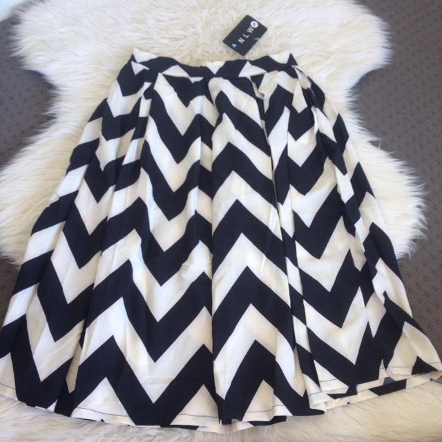 NLW Black And White Zic Zac Pattern Skirt Knee Length