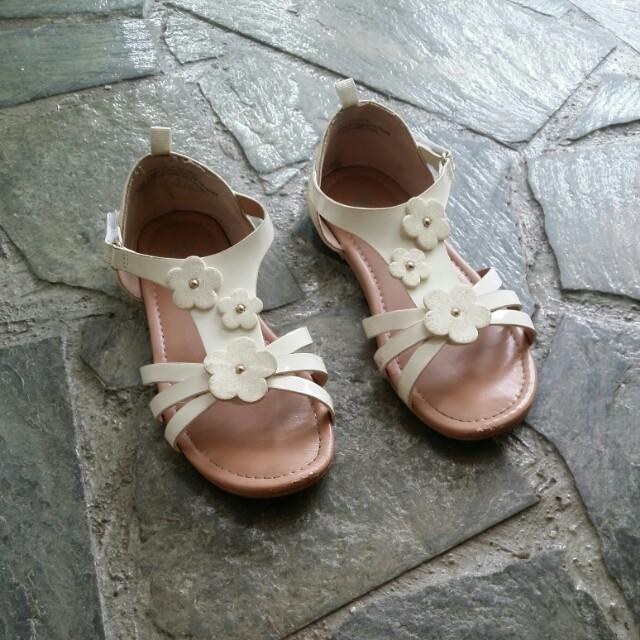 6ab9fa8c657 Pre-loved H M girl white flower sandals