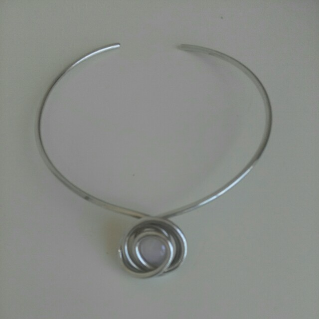 Silvertone choker with crystal