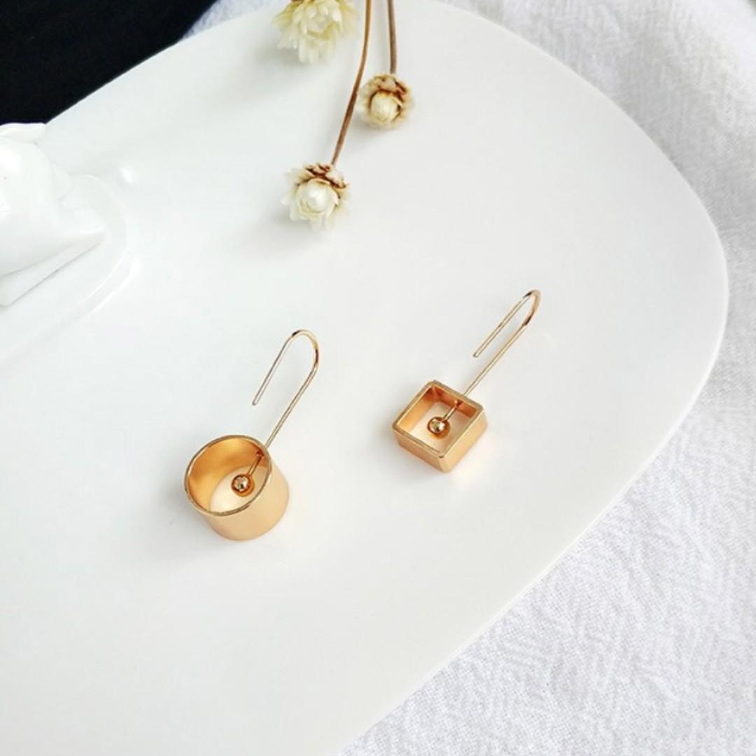 Simple Retro Asymmetric Geometry Graceful Individuality Dangle Earrings