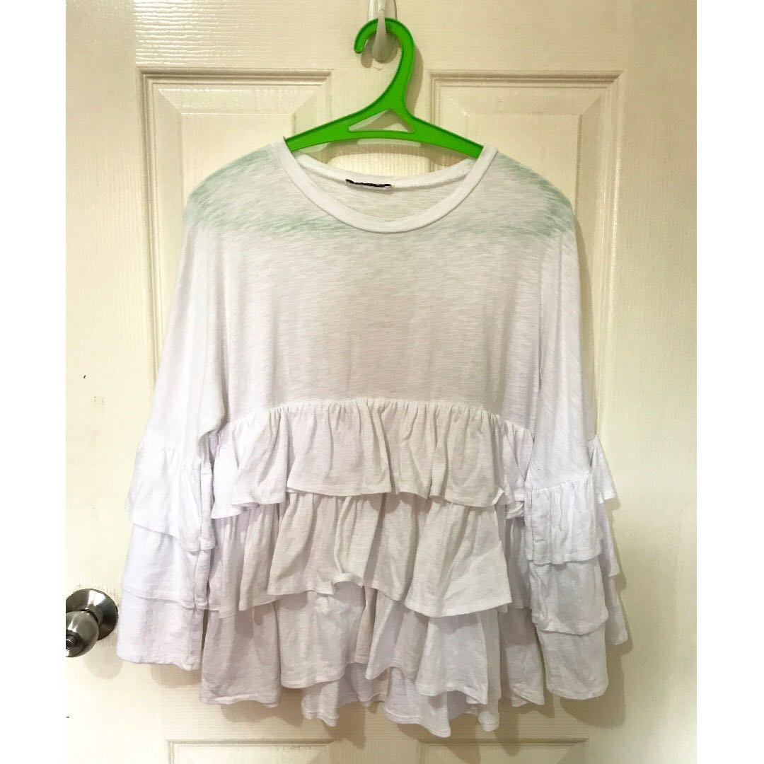 Used Unbranded white ruffle 3/4 top