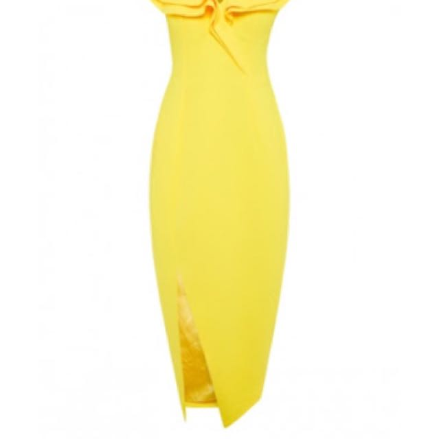 Wanted Sheike yellow allure dress in size 6