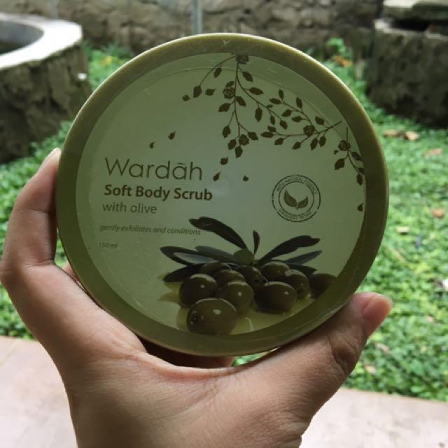 Wardah Soft Body Scrub with olive 150ml