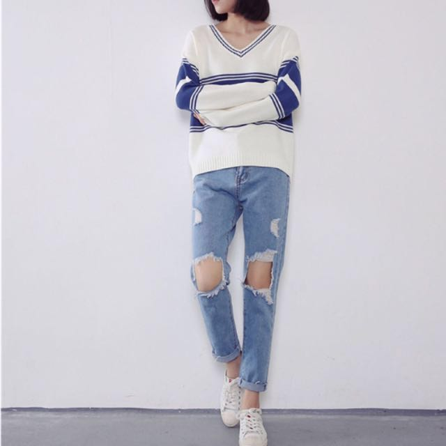 XS Ripped Mom Style Jeans