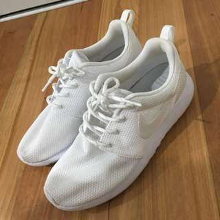 Nike pure white roshe