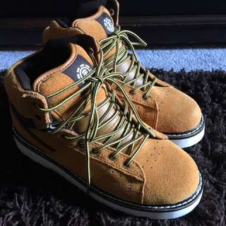 New by Element Boys Suede high top fall Boots size 4 youth