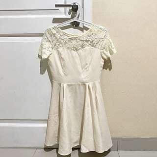 BROKEN WHITE DRESS ( CLOTH INC)