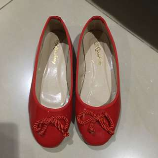 Red flats shoes