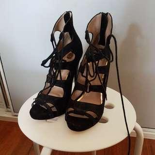 Zu heels size 7