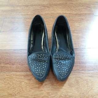 Black Shoes Vicari