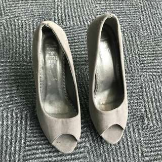 Preloved High Heels The Little Things She Needs