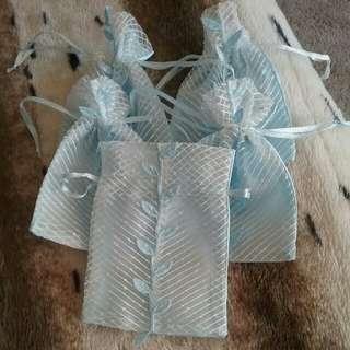 5 x small baby blue leaf organza bags
