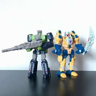 TRANSFORMERS - Titans Return - Headmasters - Deluxe Class - Autobot HARDHEAD and Decepticon WOLFWIRE (WEIRDWOLF) Action Figure Lot