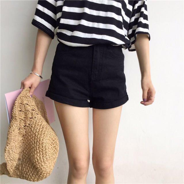 2017夏季美國風短褲,質感👍全新  顏色:黑色  小反折,超好看,顯瘦款  腰圍:35 臀圍:89 大腿圍:57 褲長:30 尺寸:L號  $180便宜出清