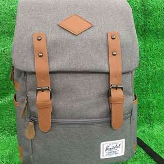 Herschel backpack size : 18 inches