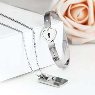 [INSTOCK] Couple love lock bracelet (triumph in the skies)