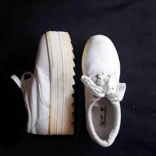Platform shoes (white)