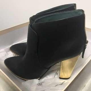 H尖頭後拉鍊黑色短靴