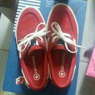 Converse品牌紅色休閒鞋