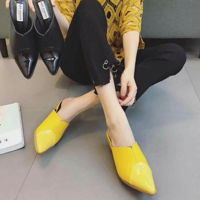 《漆皮拼設計感跟鞋》黃